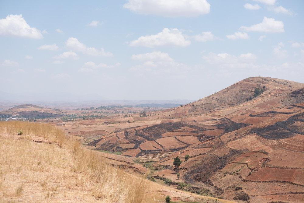 Sur la route de Miandrivazo  - Antsirabe, Madagascar.