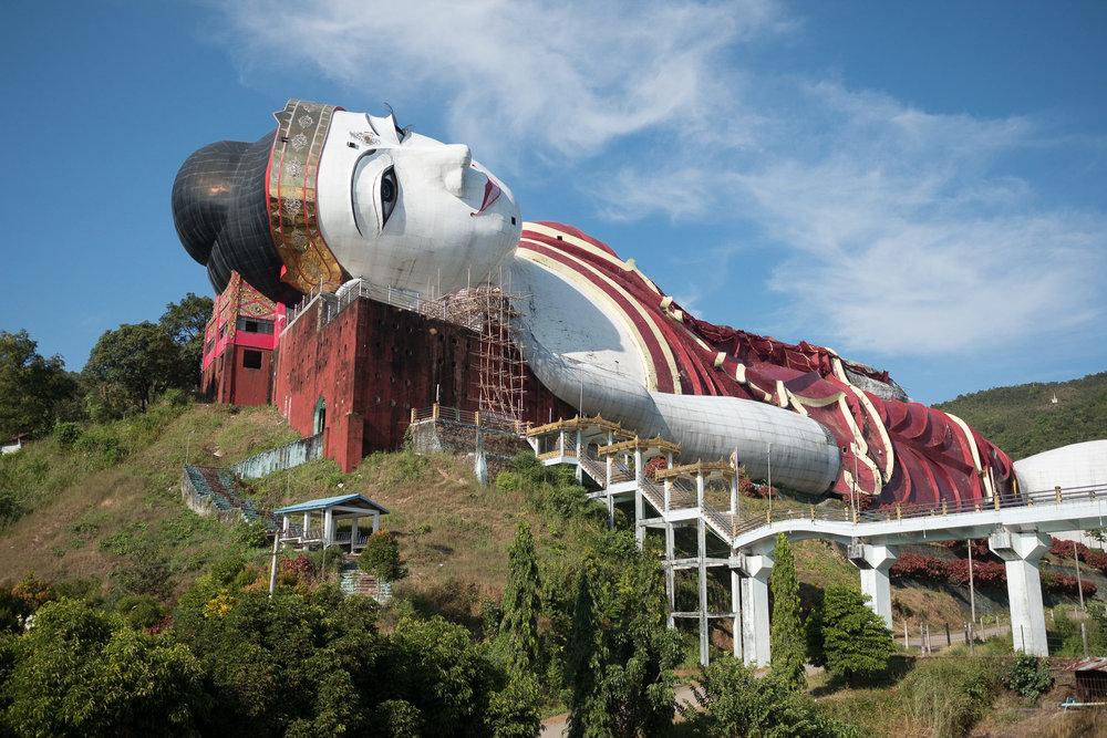 Le plus grand Bouda couché du monde  - Moulmein, Myanmar.