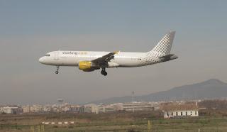 Vueling A320-200, EC-ICS, landing at BCN