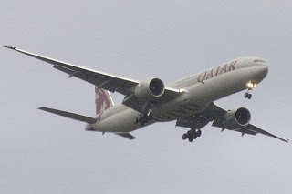 Picture from Wikipedia: Qatar Airways Boeing 777, by Timothy Dauber from Everett, USA - Washington