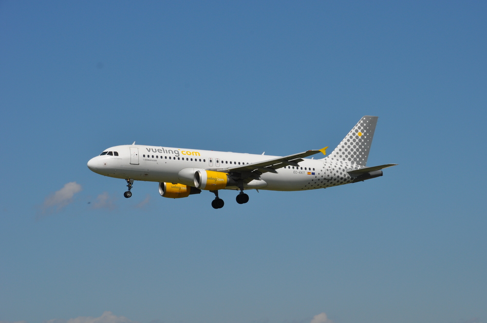"""But...what about Vueling? Is it """"really"""" a low cost airline in the traditional sense? Picture: Pau Cuevas & Esther López"""