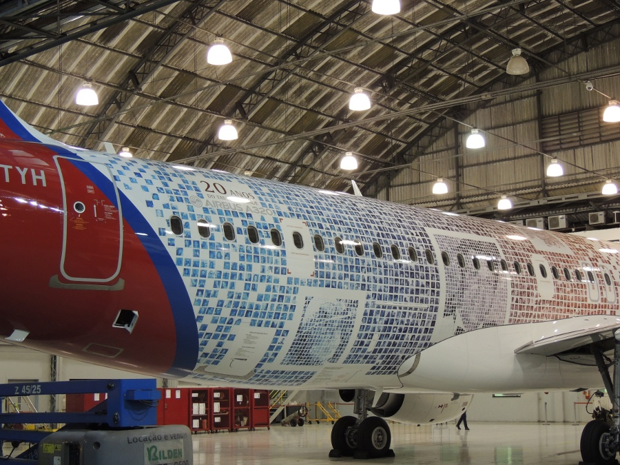 There are 10,000 faces painted all over the fuselage of this A320