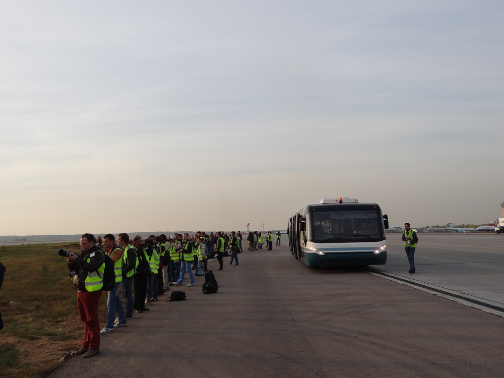 Planespotters in formation, at the edge of one of Domodedovo's runway, the one normally used for take-offs