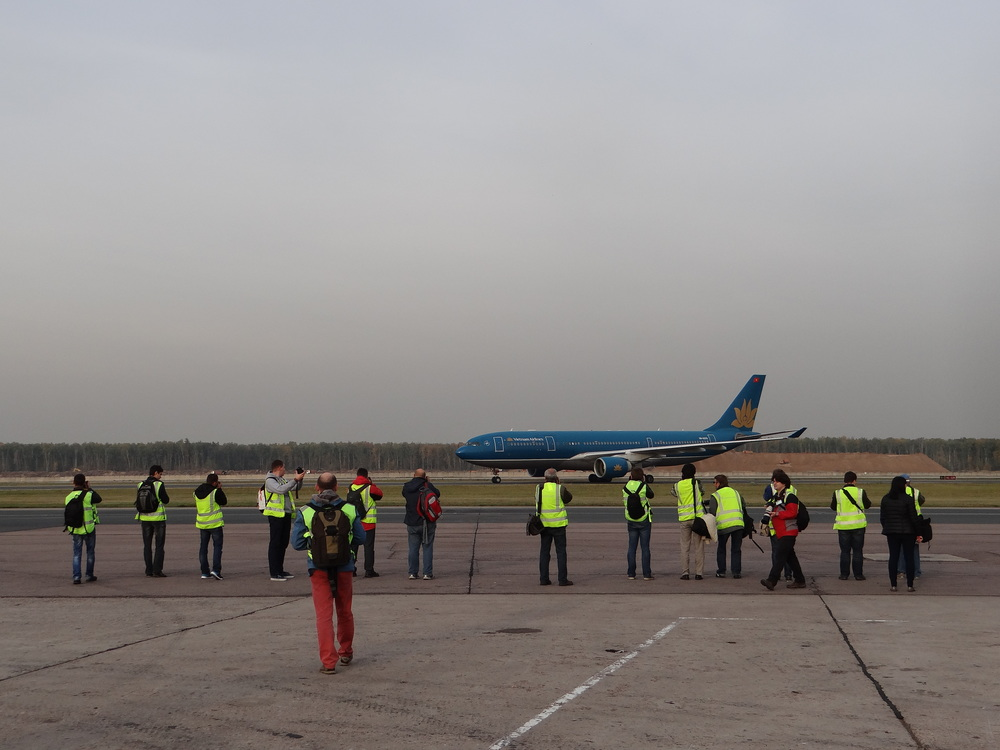 The thin yellow line and a Vietnam Airlines Airbus A330