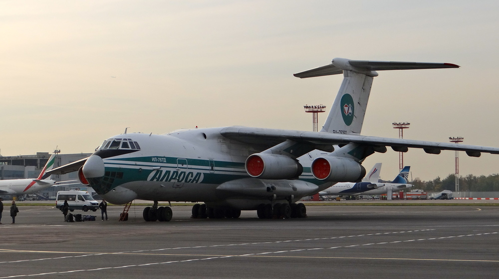 Alrosa is quite a special airline, since it belongs to the diamond mining company of the same name and its livery sports, of course, a diamond. Here an Ilyushin Il-76, an aircraft type in service also with the Russian military