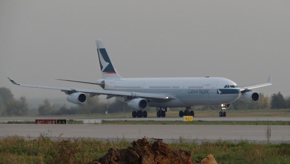 A sight that is becoming rarer by the day, an Airbus A340, this one heading to Hong Kong