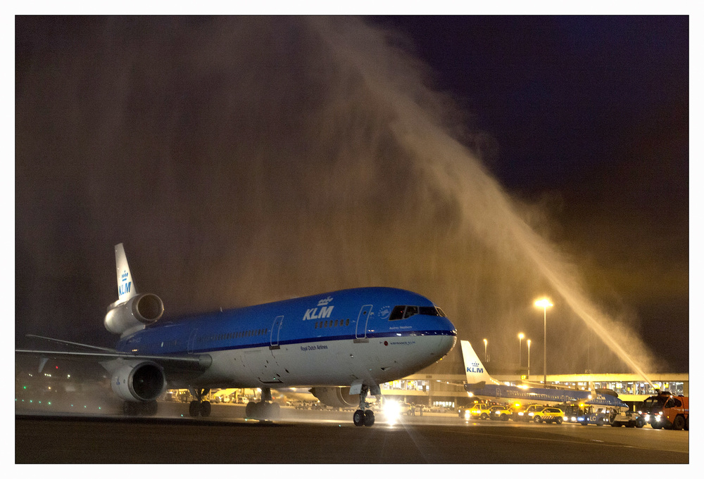 A salute for the last MD-11 upon arrival at Schiphol. Picture: KLM