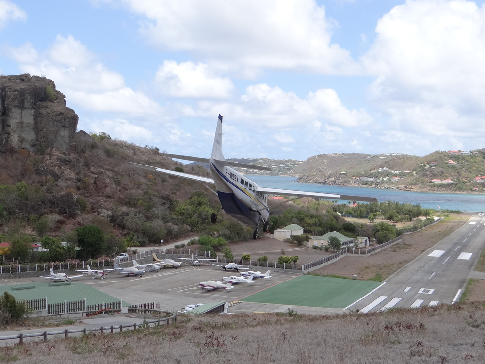 St.Barts airport is at the bottom of a valley that opens up a bit towards the sea, but just a little bit, since another range of mountains rise themselves up on the other side of the water. Picture:  Alain Duzant