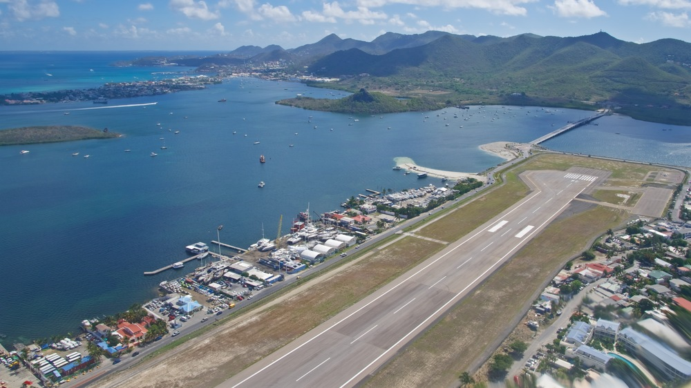 The other end of Princess Juliana Airport, right next to the lagoon and the mountains that separate the French and Dutch sides of the island of Saint Martin. Picture:  Alain Duzant