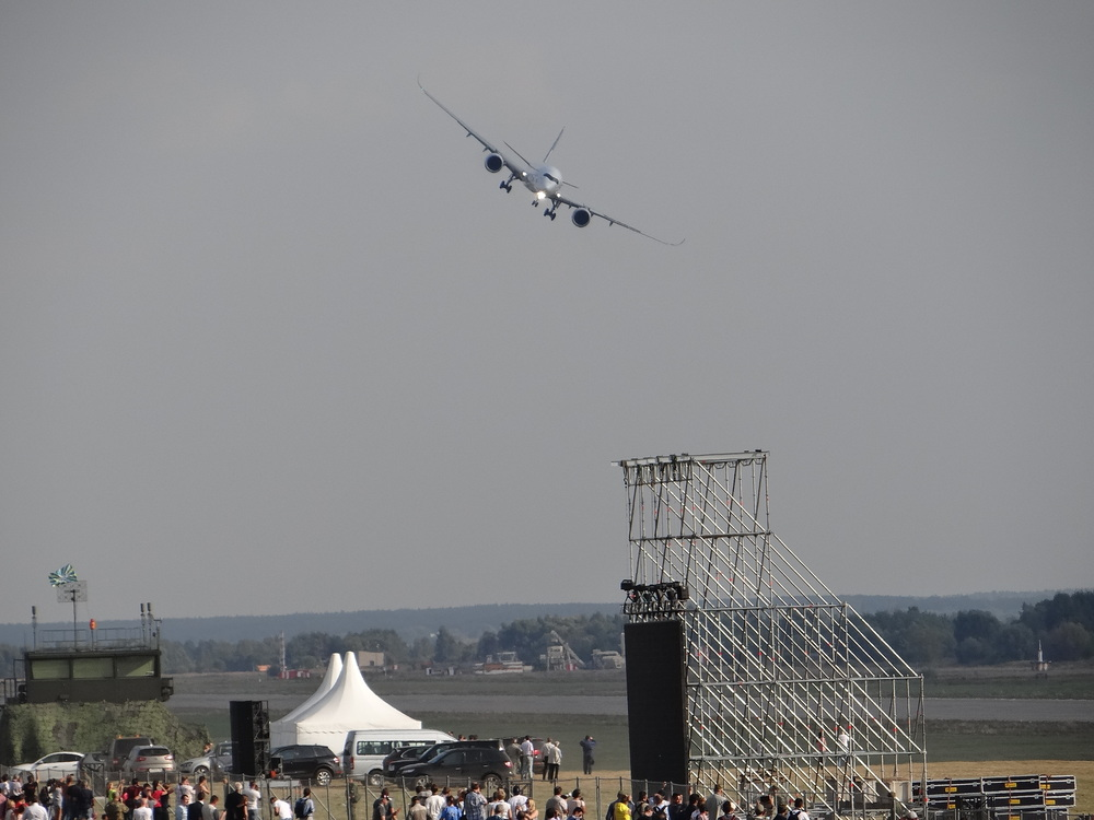 a350 landing maks