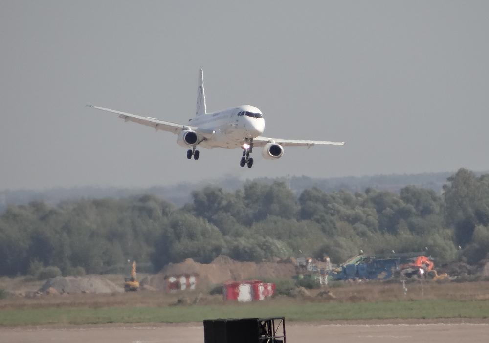 Superjet landing MAKS