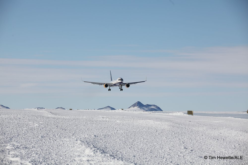 boeing 757 landing union glacier