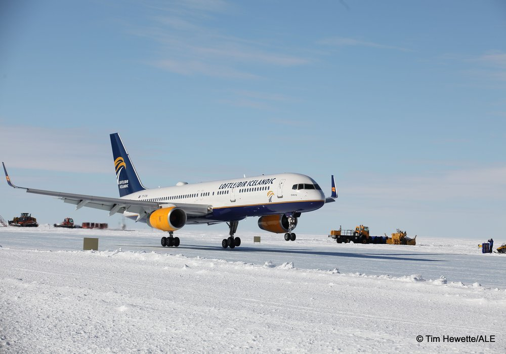 loftleidir b757 landing blue ice runway