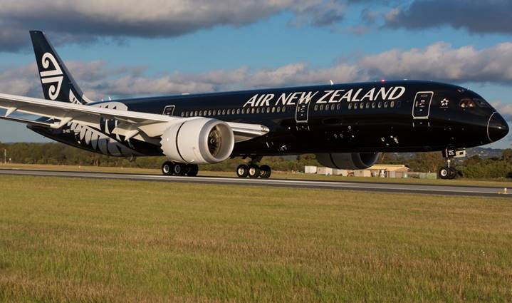 The all-black Dreamliner Honolulu-bound