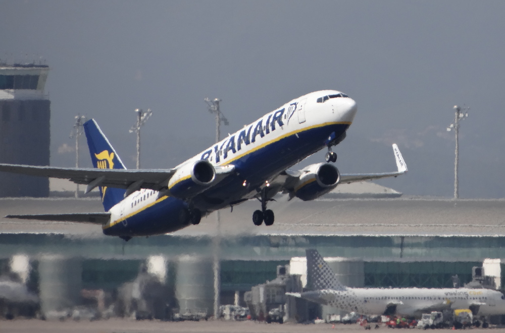 Ryanair Boeing 737 taking-off