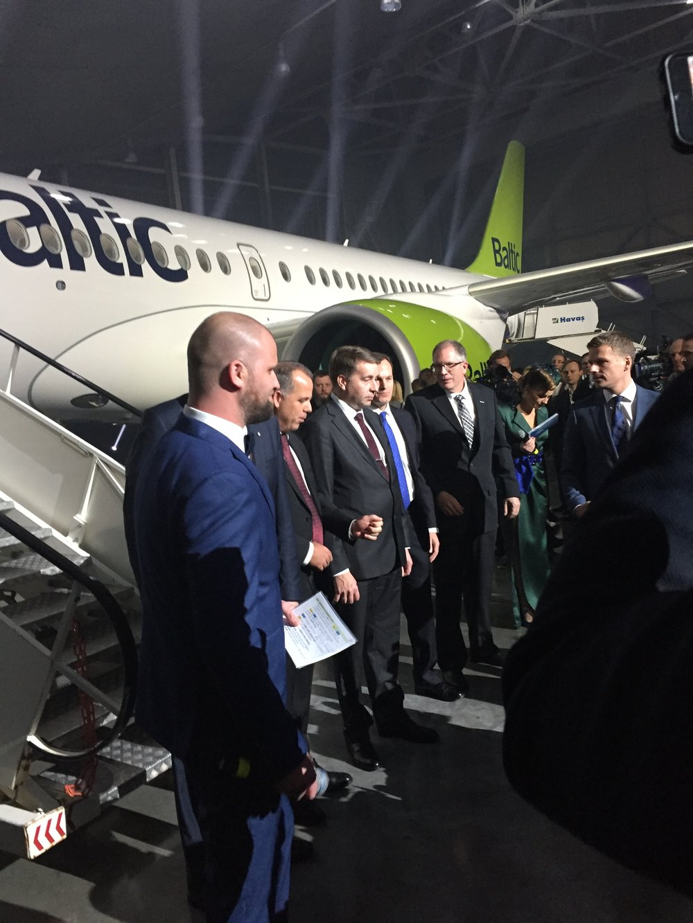 In the center of the picture, Raimond Vejonis, president of Latvia, to his left, Martin Gauss, airBaltics' CEO