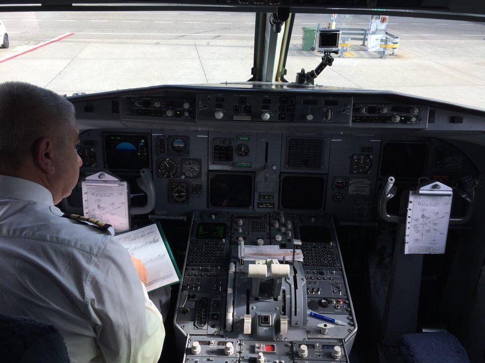 Fokker 100 cockpit Portugalia