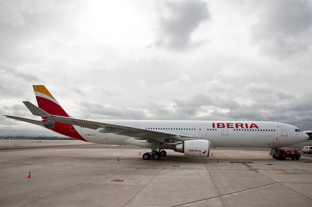 iberia revamps puente aereo the barcelona madrid shuttle allplane allplane