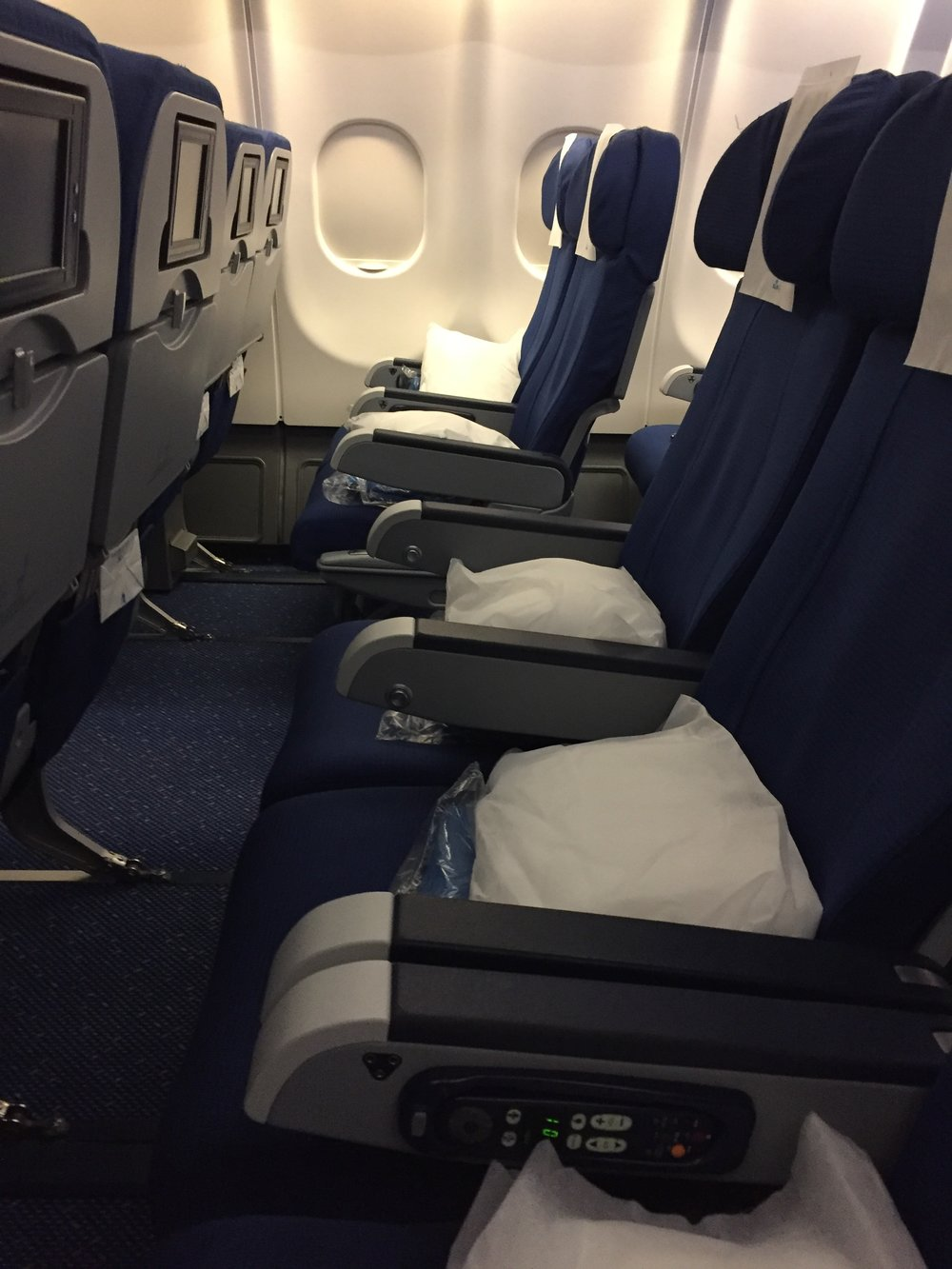 KLM  A330 middle seat.JPG
