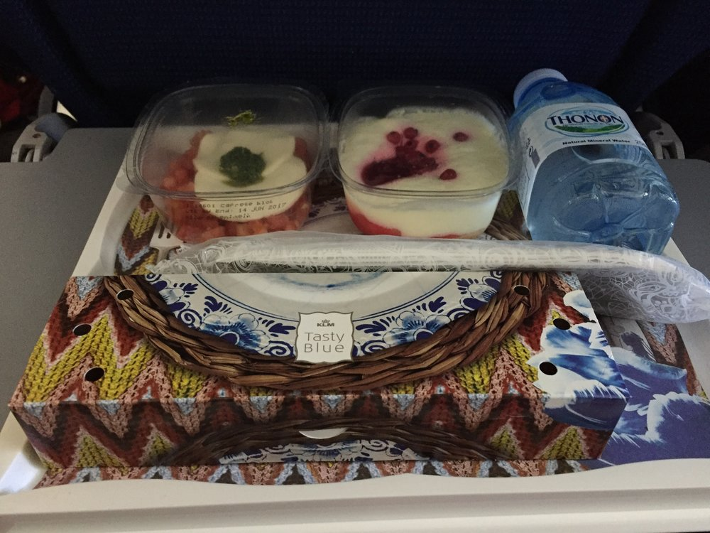 A lighter meal, dinner of sorts. Note the Delft-inspired meal box, similar to the one in short-haul