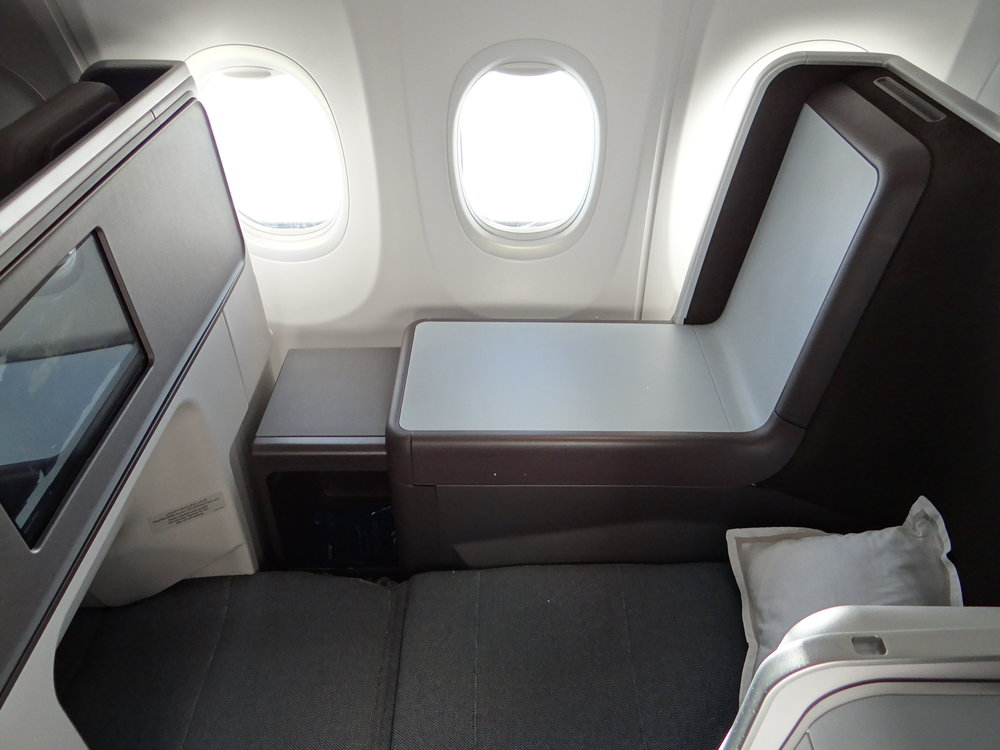 flydubai MAX business class flat bed.jpg