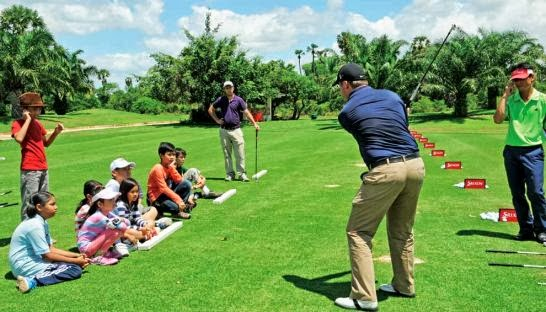 David Baron holds a coaching session for local children at Angkor Golf Resort in Siem Reap. PHOTO SUPPLIED