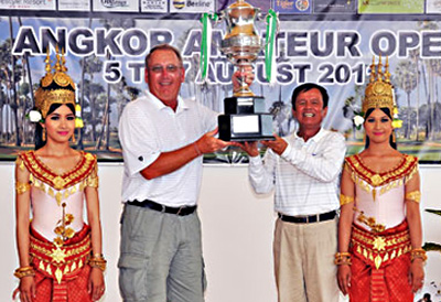 Don Bland of the US (second left) receives the trophy from Siem Reap Governor Suo Phirin after winning the 2011 Angkor Amateur Open by eight shots yesterday at the Angkor Golf Resort in Siem Reap. Photo Supplied