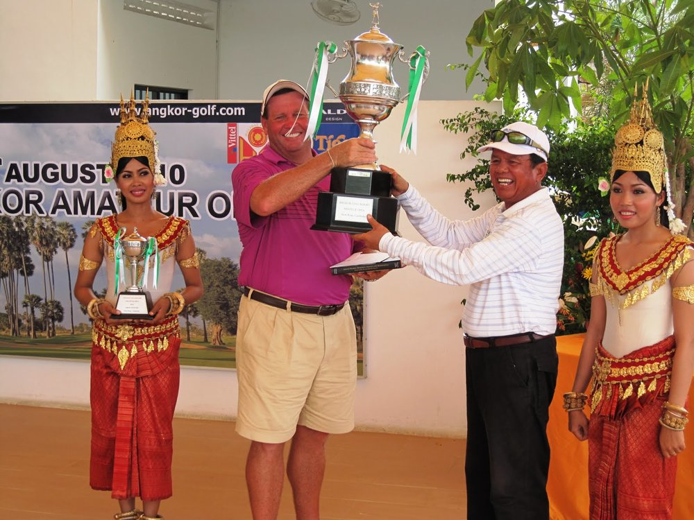Winner of the Angkor Amateur Open 2010; Scott Puzey receiving trophy from HE Souphirin