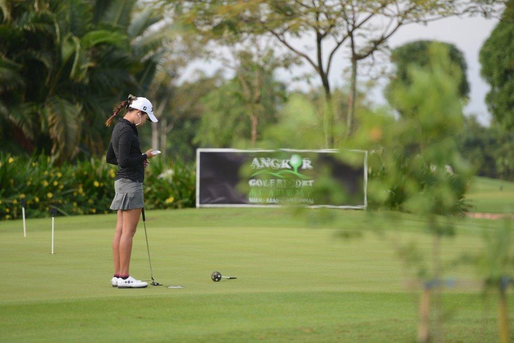 Ayaka Nakayama at the putting green
