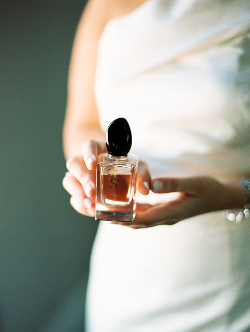 bride putting on perfume