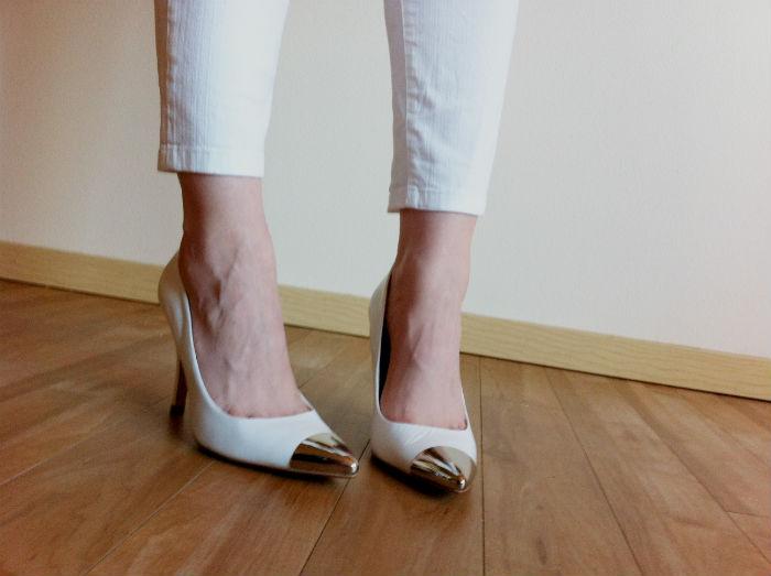 white-heels-metallic-toe-white-skinny-jeans.jpg.jpg