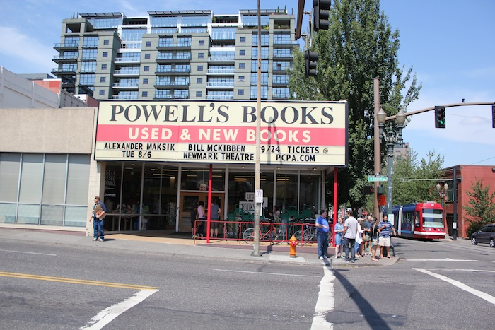 powells-book-store-portland-oregan-burnside.jpg