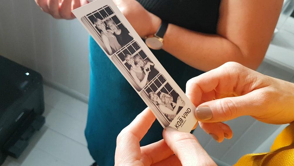 Holdbare fotoprint i hånden, minder med hjem.