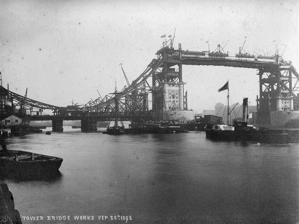 Tower Bridge 1892.jpg