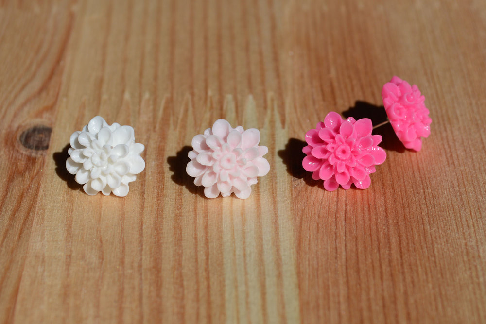 Small dahlias. Also available in red, olive green or cream.