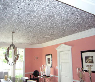 Old Hollywood class is epitomized in this pink, black and white dining room! This wallpapered ceiling add just the right amount of drama for the scene! (Photo Credit: LiveLoveDecorate)