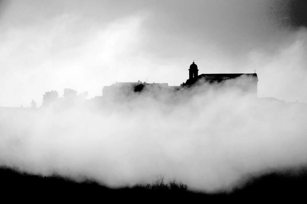 Le nuvole sono legate alla terra ed al vento...Cesare Pavese