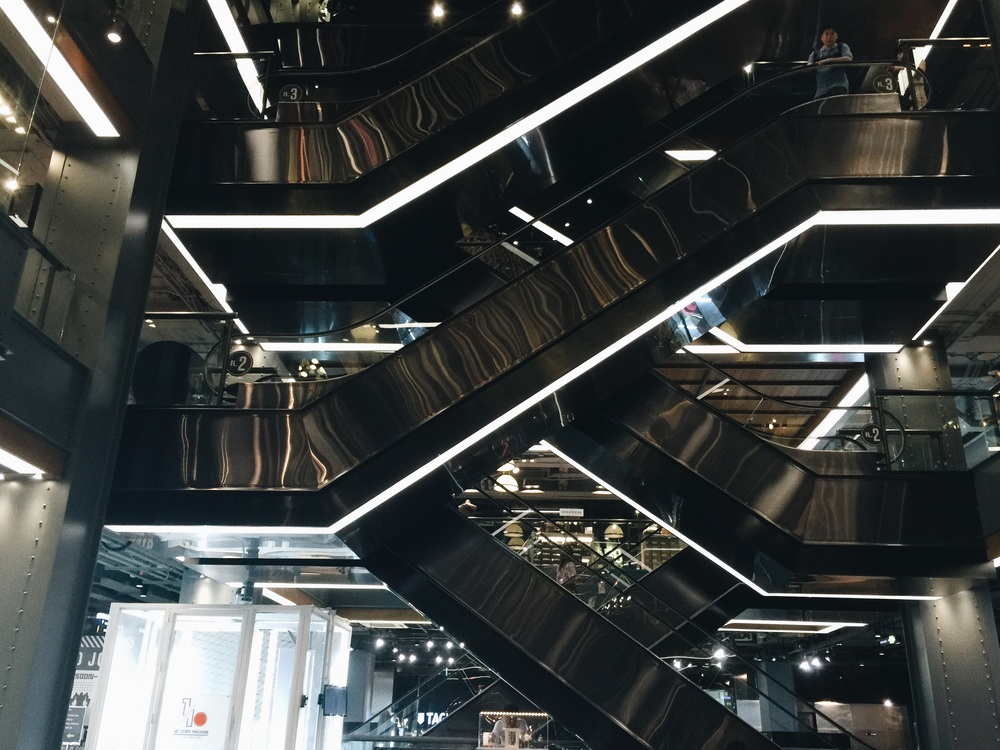 Siam center's architecture is sooooooo nice ! even if you are not up for brand shopping, it's still worth passing by !