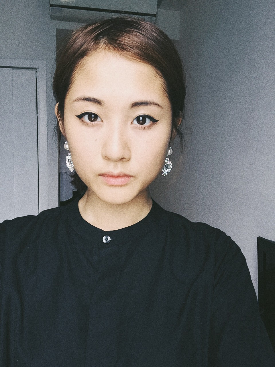 I'm so lazy to do make-up, even eyeliner is too much. But I had to look pretty that day so I overcsme my laziness lol.