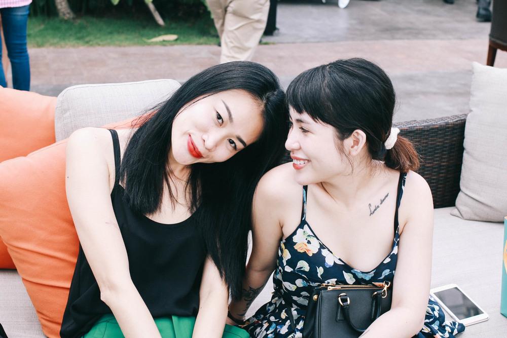 Chi Truc (l.) & chi Nhan