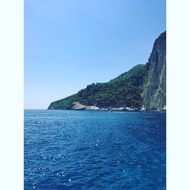 #amazingview #Greece #zakinthos . . . . . #explore #vacation #tourism #tourist #instatrip #traveling #travelphotography #travelpic #travelphoto #travelblog #travelblogger #travelgram #bluesky #blue #sea #beach