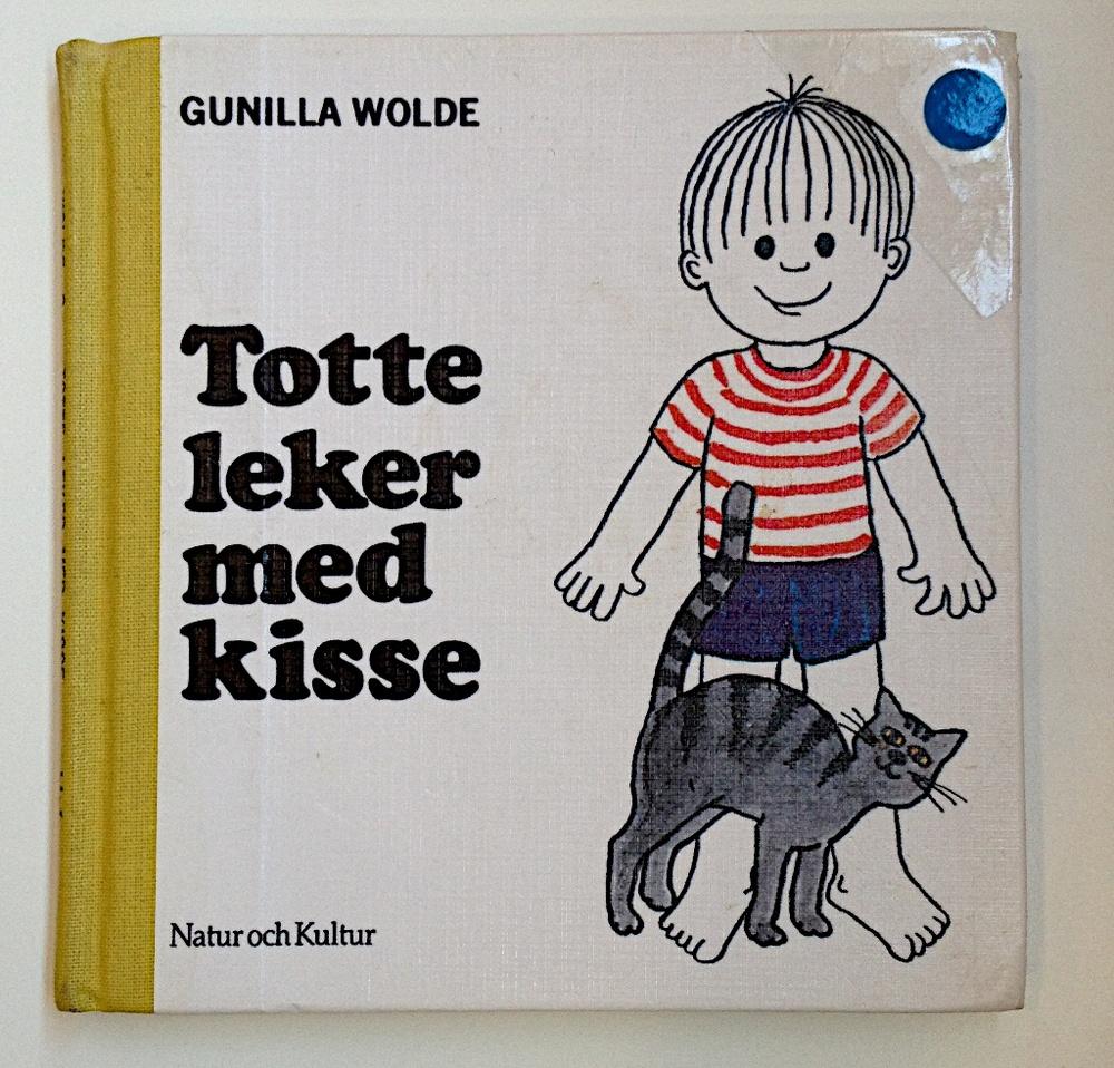 Totte leker med kisse av Gunilla Wolde