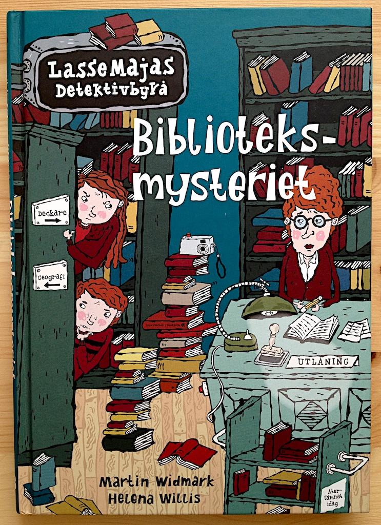 Biblioteksmysteriet av Martin Widmark  Illustratör: Helena Willis