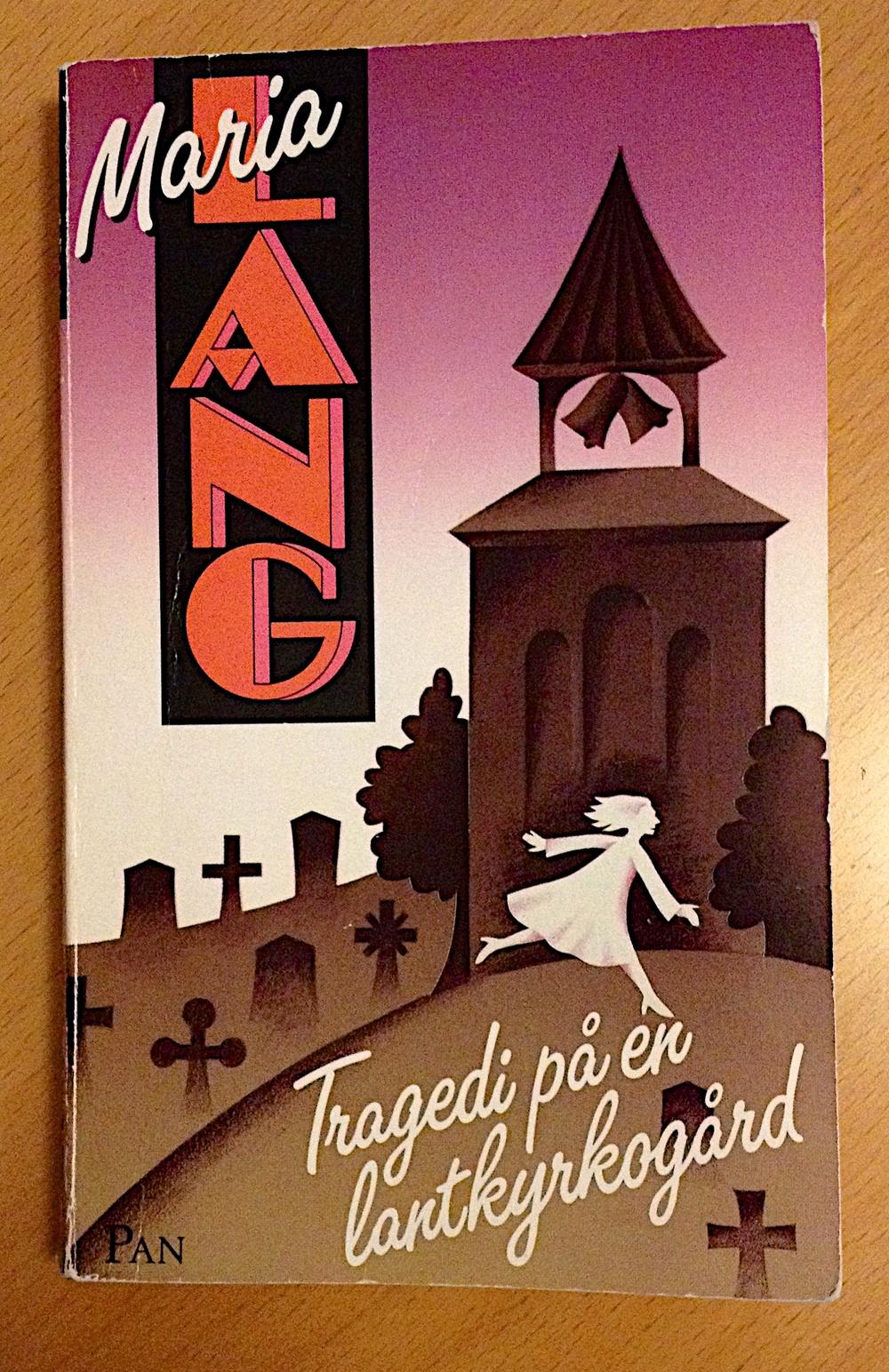 Tragedi på en lantkyrkogård av Maria Lang