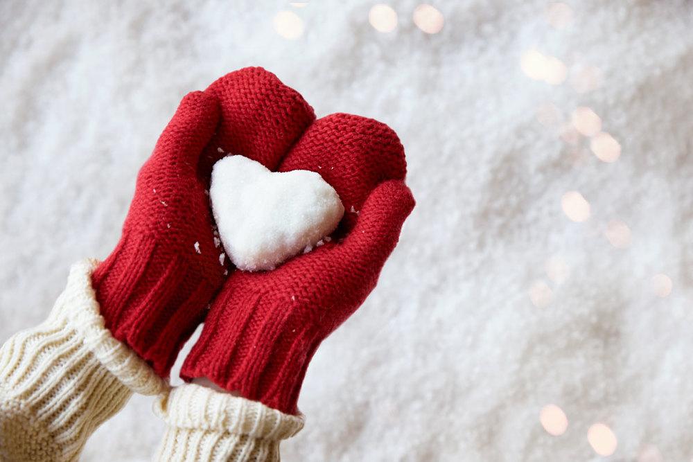 red-gloves-heart-snowball-mittens.jpg
