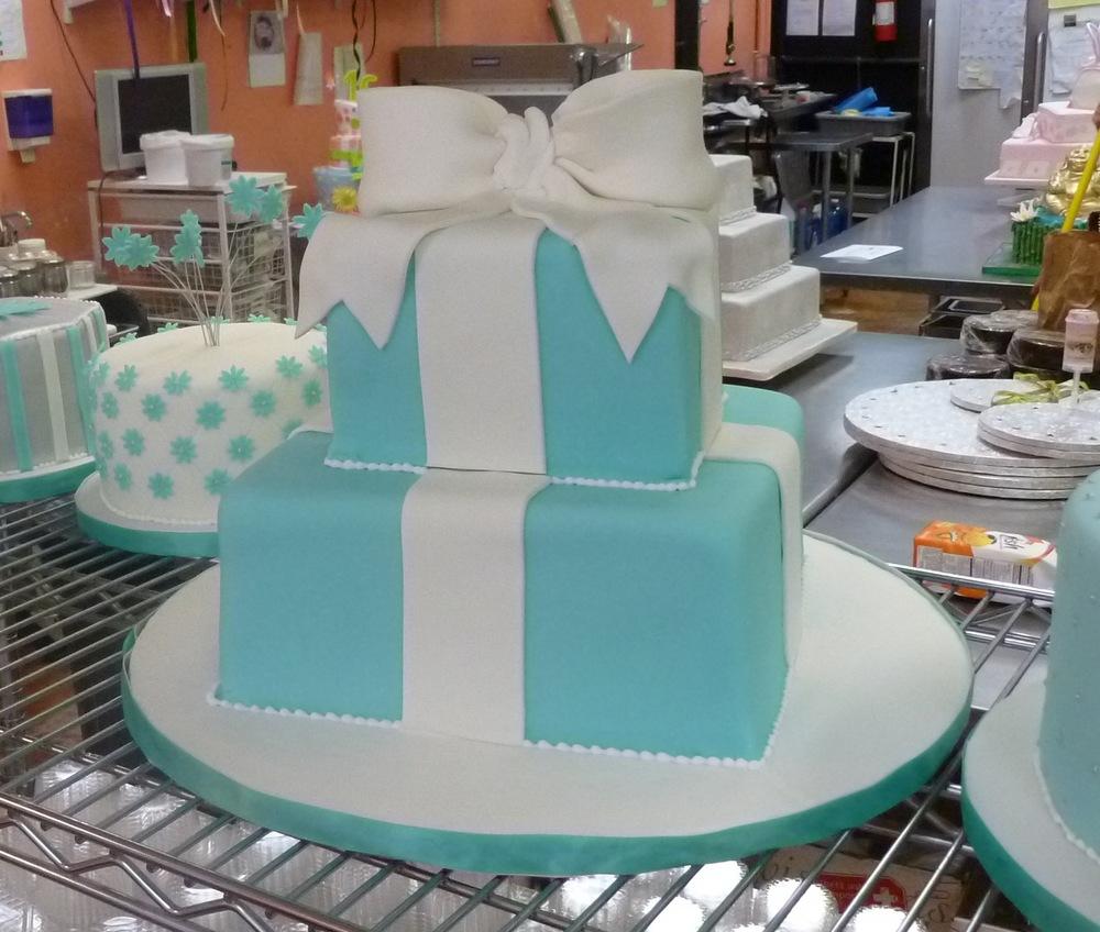bridal shower cakes maryland md washington dc northern virginia va fancy cakes by leslie. Black Bedroom Furniture Sets. Home Design Ideas