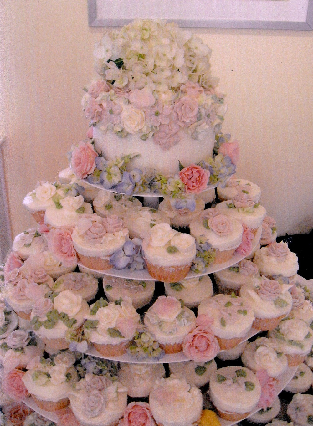 Expensive wedding cakes for the ceremony: Cupcake wedding cakes in ...