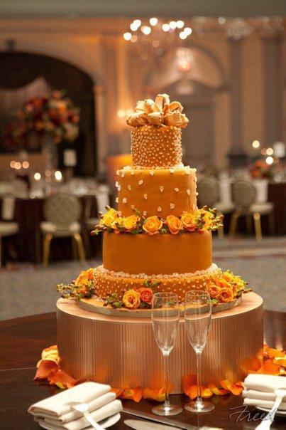 wedding cake on gold cake stand. Black Bedroom Furniture Sets. Home Design Ideas