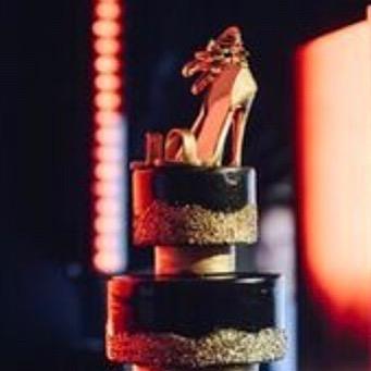 Love this 50th birthday cake with the sugar shoe.  Thanks Evoke and Eli Turner for the photos.  #birthdaycake  #partycake #shoecake #fancycakes #blackcake #goldcake #funkycake