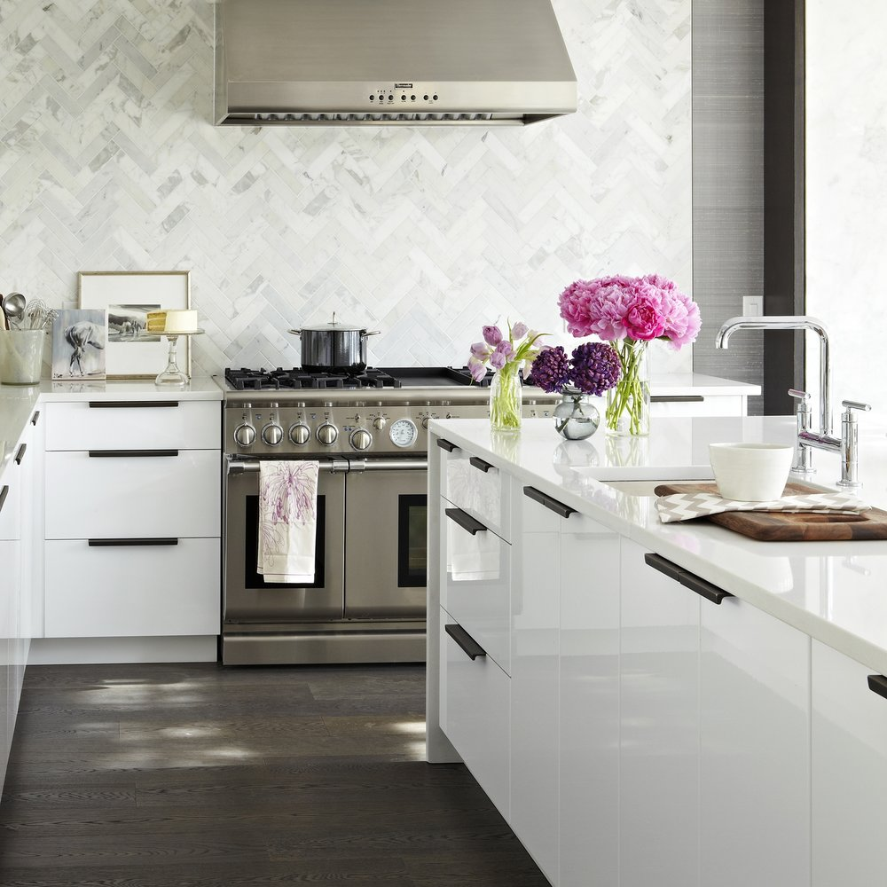 Kingsway House - The Editor-in-Chief at Style at Home Magazine gets a kitchen and mudroom makeover. Featured in Style at Home Magazine and on Eatwell 101, Lonny, Houzz and Williams Sonoma Cultivate.Styling: Ann Marie Favot for Style at HomePhotography: Virginia MacDonald